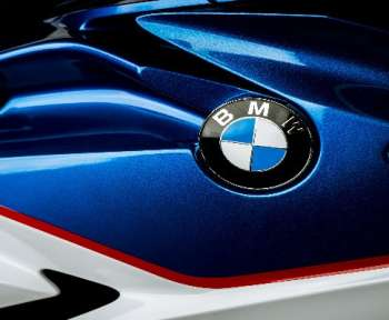 BMW M 1000RR vs BMW S 1000 RR: Which Sports Bike to Choose?